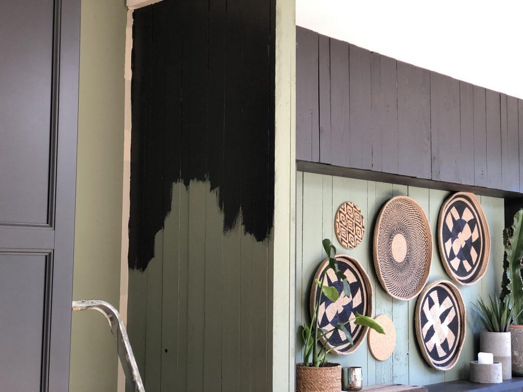 Muurtje in uitbouw zwart schilderen