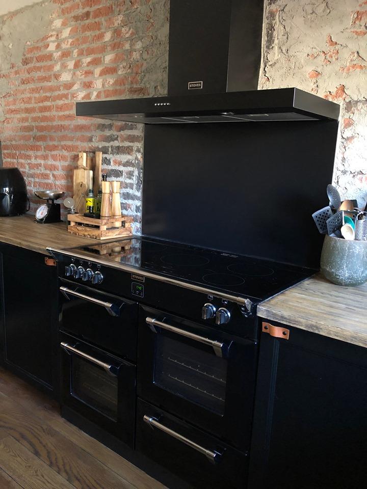 Thuis bij Familie BinnensteBuiten, nieuwe keuken met brickwall